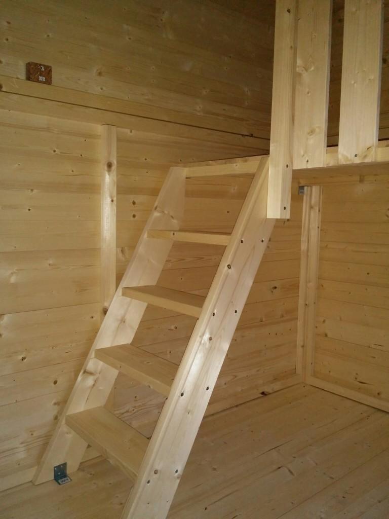 Spielhaus Jonna - die eingebaute Treppe